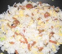 Recette de riz fris avec des saucisses à la citronelle et des champigons parfumés sur www.zouba.org