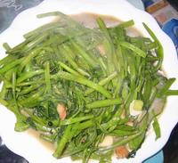 Cuisiner le liseron d'eau avec du tofu fermenté
